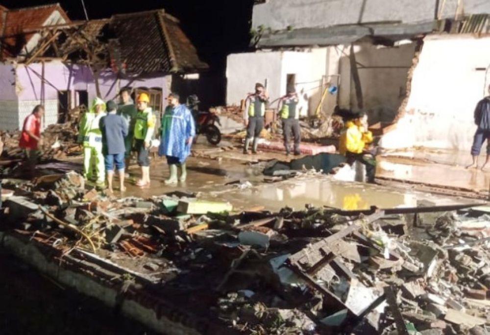 Banjir di Kepulungan Terjang Puluhan Rumah