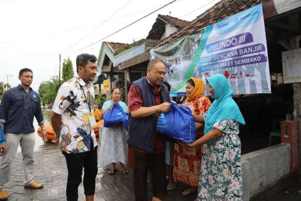 PT Pelindo III Bantu Korban Banjir Gresik