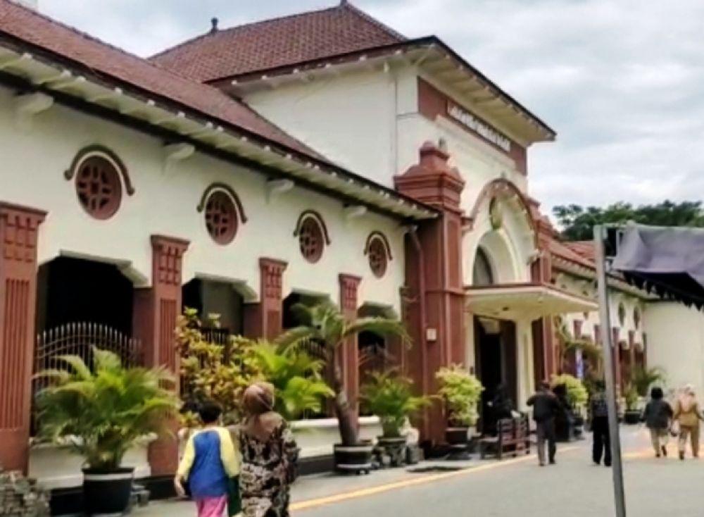 Wali Kota Surabaya Datang ke Pengadilan, Ada apa?