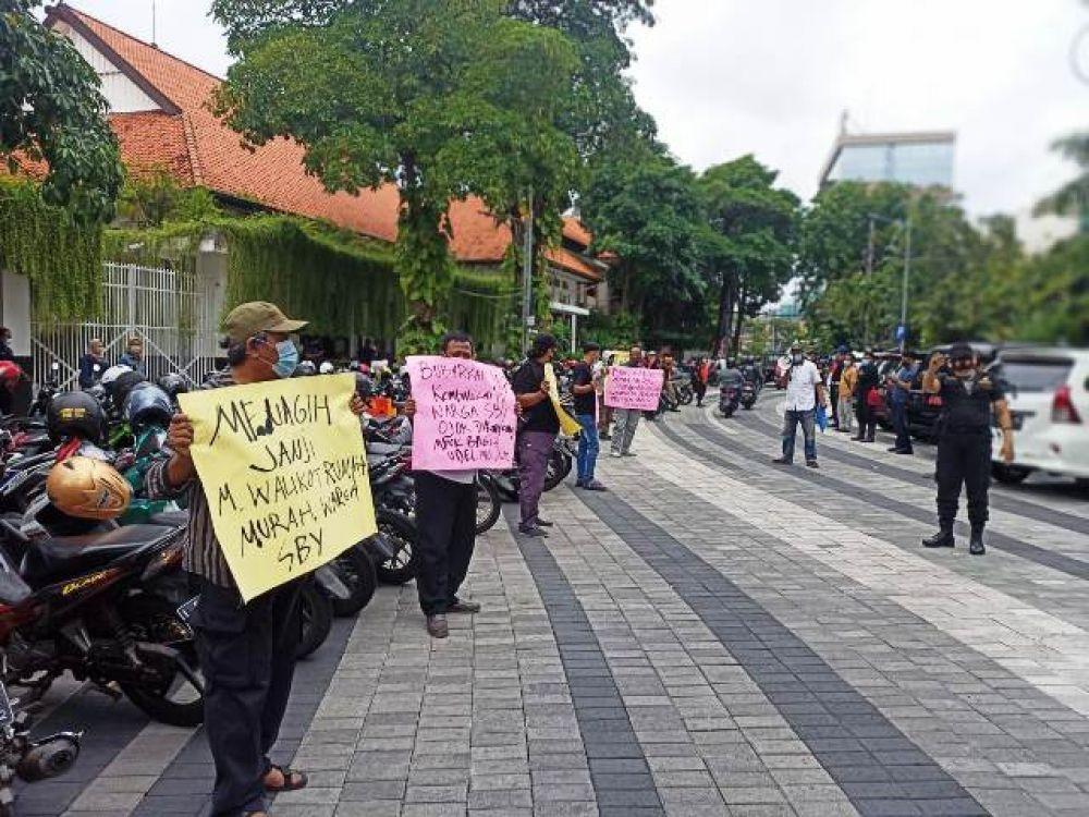 Plt Wali Kota Surabaya Tidak Temui Pendemo YKP