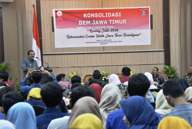 Gubernur Jatim Minta BEM Aktif Kawal Pembangunan