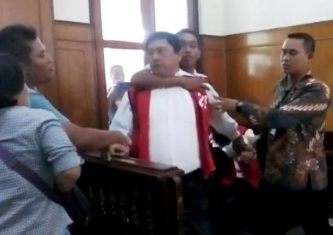 Terdakwa Sabu Bentrok di PN Surabaya