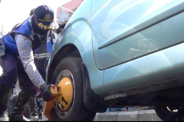 Parkir Sembarangan, 26 Mobil Digembok Dishub