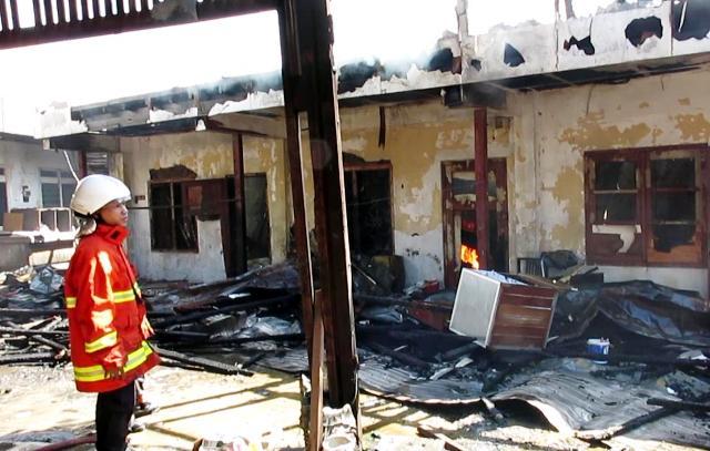 Ditinggal Sholat Jumat, Gudang Kayu Terbakar