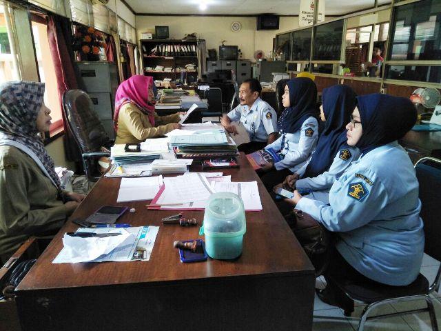 Soal SKTM, Kelurahan Barata Jaya Didatangi Kemenkumham Jatim