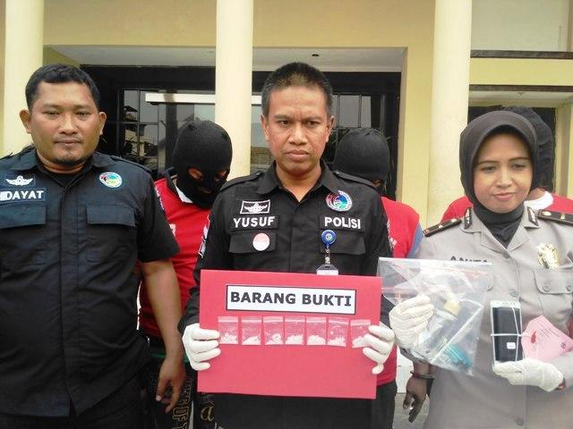 Polisi Pamer Pesta Sabu Mat Tengkorak
