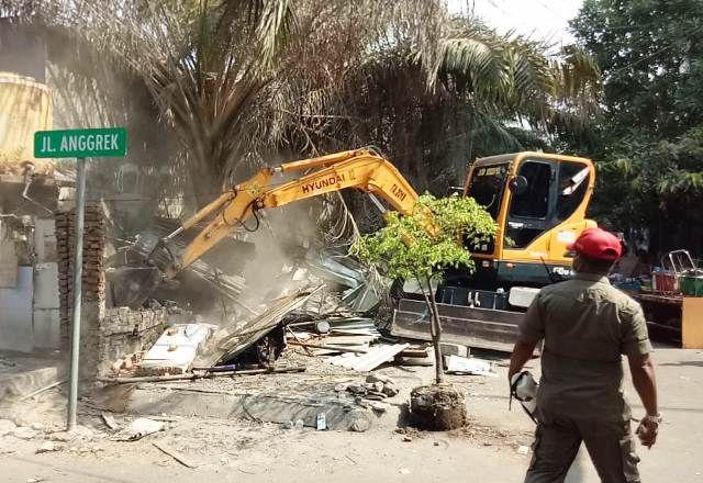 DPRD Surabaya Protes Bongkar Paksa PKL Cokelat