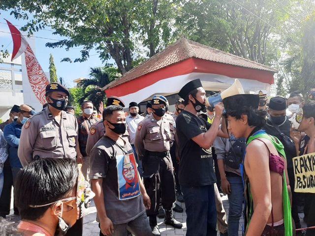 Demo Proyek Masker di Pasuruan Berujung Ricuh