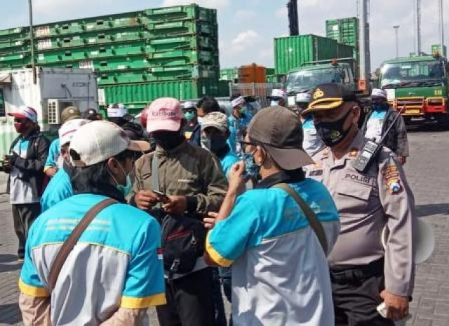 Demo Sopir Truk di Tanjung Perak Salah Alamat