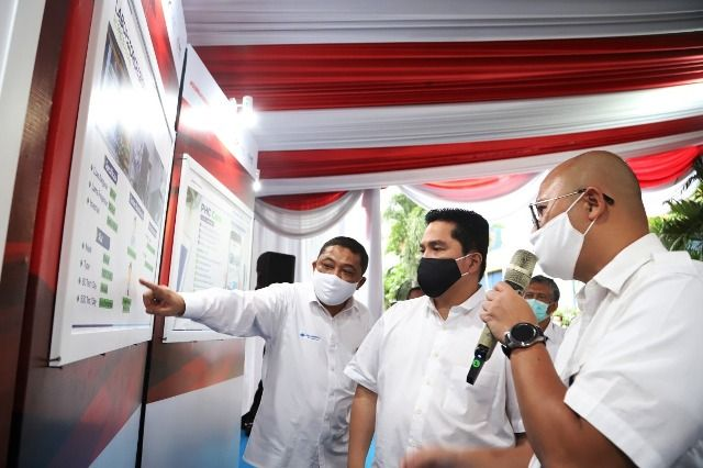 Menteri BUMN Periksa Laboratorium RS PHC