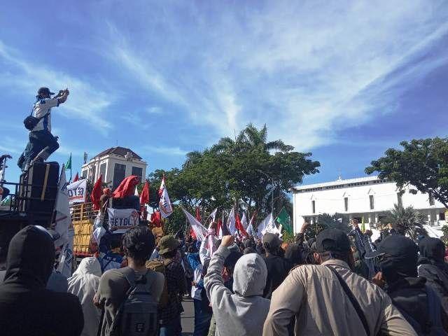 Gerakan Tolak Omnibus Law Jawa Timur Demo
