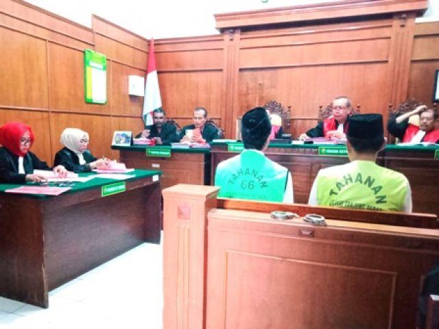 JPU Tuntut Honorer Surabaya 1 Tahun Penjara