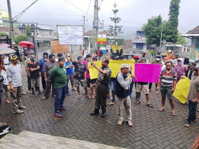 Krisis Air, Warga Geruduk Balai Desa Gerbo