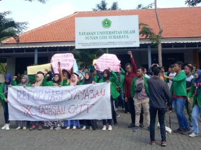Mahasiswa Unsuri Surabaya Menyoal Ijazah 2019