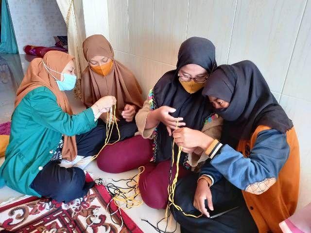 Kelompok KKN 49 Unusa Beri Pelatihan Tali Kur
