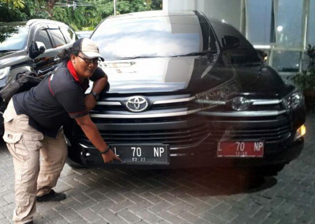 Mobil Dinas Satpol PP Surabaya Ganti Warna Plat