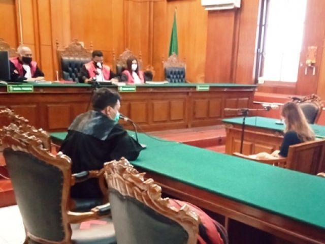 Novia Damayanti Dihukum Gara-gara Teledor di Jalan