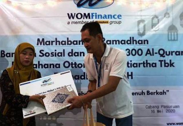 PT WOM Pasuruan Bagikan Sembako dan Al-Quran