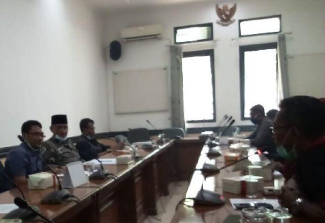 Warga 3 Desa Datangi DPRD Kabupaten Pasuruan