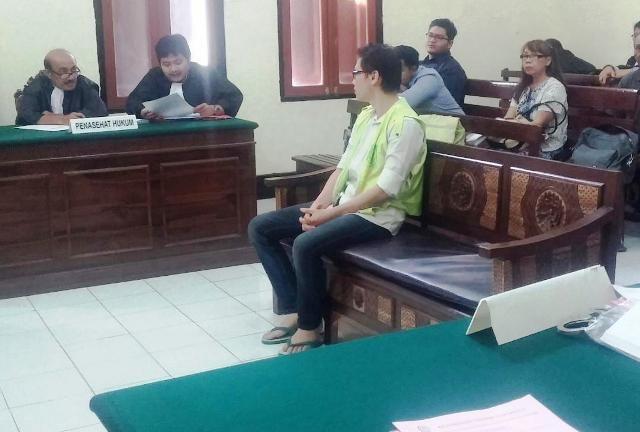 Tuntutan 7 Tahun, Albert Wijaya Diputus 1 Tahun