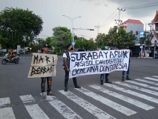 Arek Punk Surabaya Berbagi