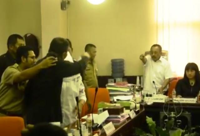 Ketua DPRD Surabaya dan Kasatpol PP Surabaya Nyaris Adu Fisik