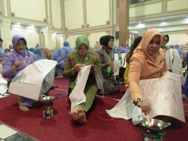 Dharma Pertiwi Peringati Hari Batik Nasional