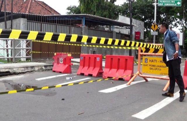 Jembatan Bentang Kartini Ambles