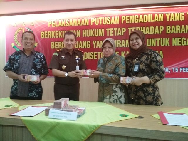 Kejari Surabaya Kembalikan Uang Korupsi Incraht