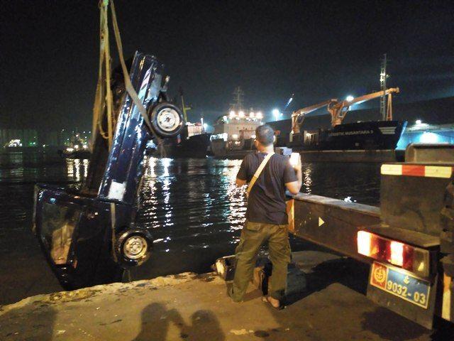 Penyelamatan Mobil Tenggelam Terhambat Biaya