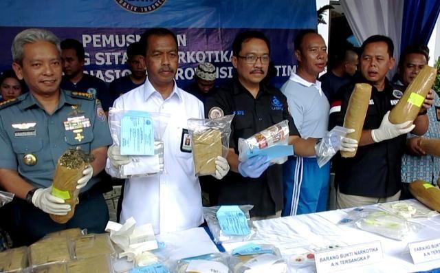 BNNP Jatim Musnahkan 32 Kg Ganja & 6,3 Kg Sabu