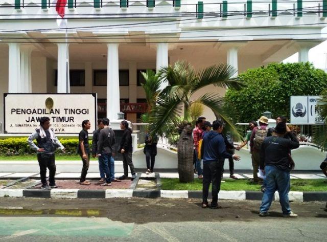 Demonstran Minta PT Bebaskan Pejuang Lingkungan