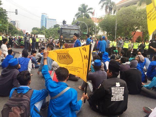 PMII Blokir Jalan Tolak UU MD3