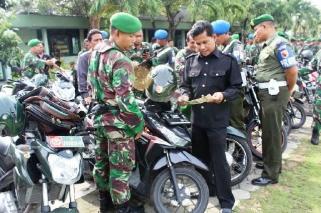 Kendaraan Anggota TNI Lamongan Diperiksa