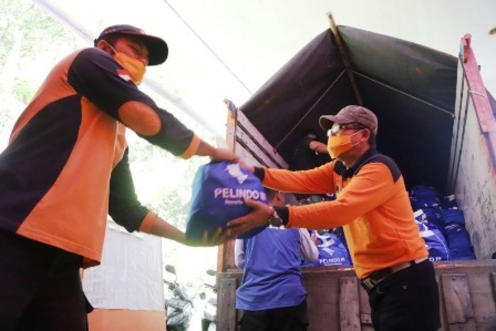 PT Pelindo III Bagikan 37.000 Paket Sembako