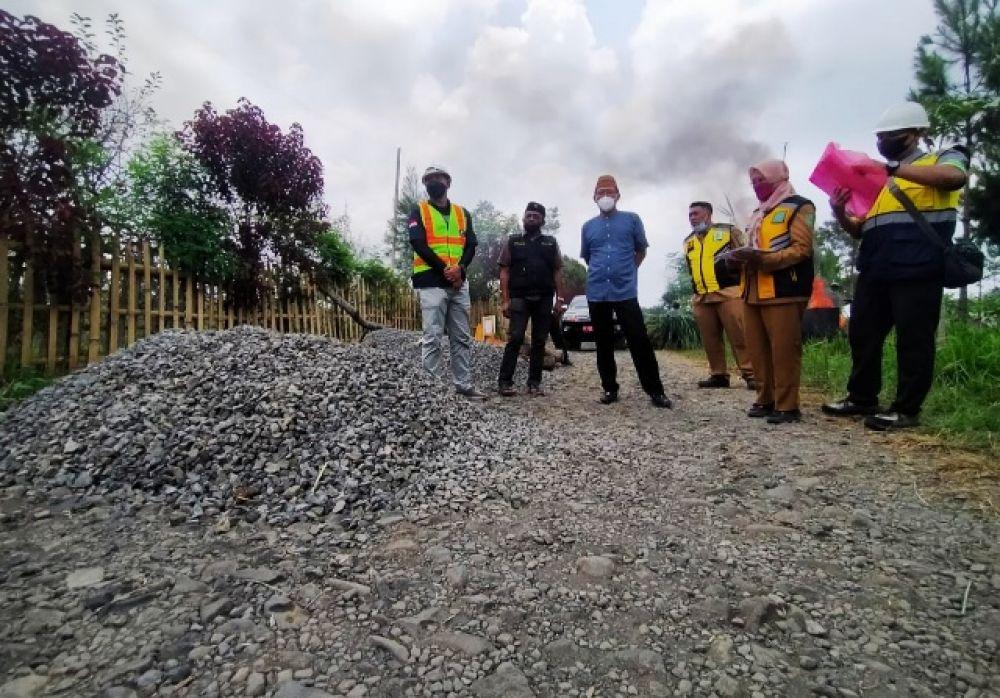 Ketua DPRD Sidak Proyek Jalan di Desa Kalipucang