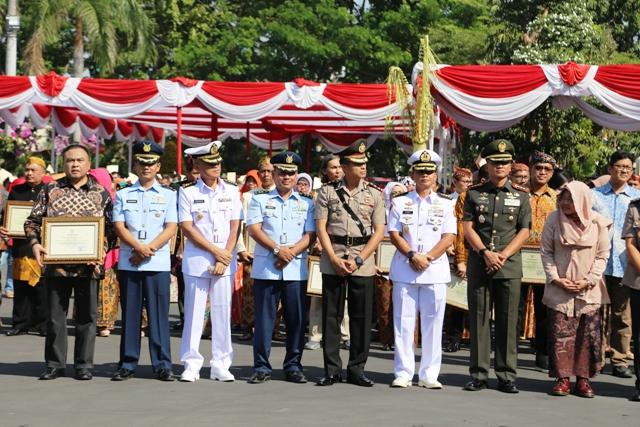HUT Surabaya ke 726 Pelindo III Raih Penghargaan