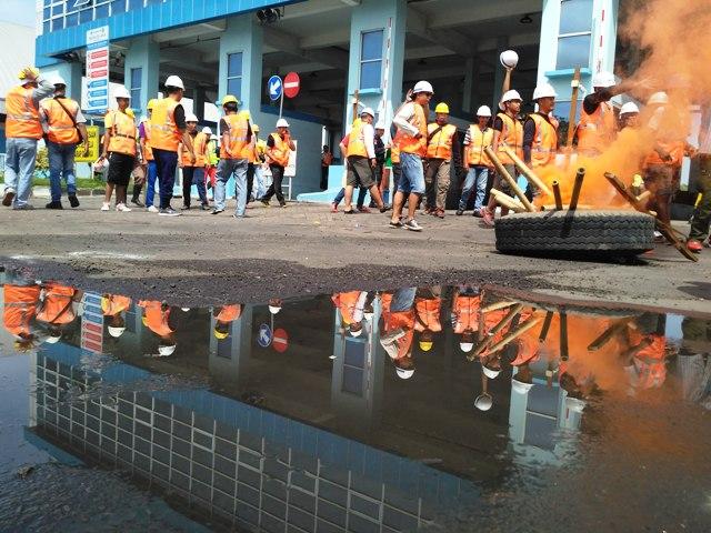 Demo TKBM Tanjung Perak Ricuh