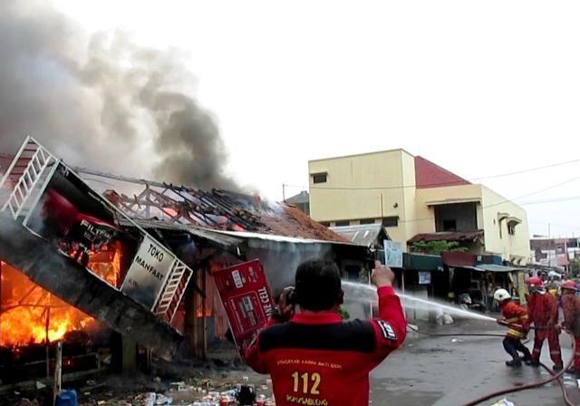 28 Pasar Teluk Nibung Ludes Terbakar