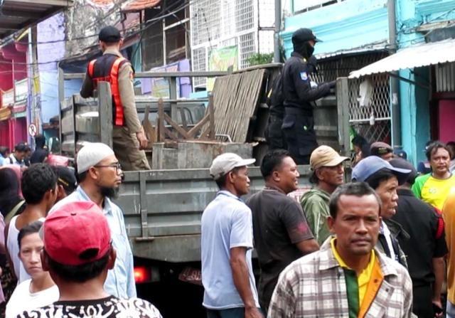 37 PKL Ikan Jalan Pasar Pabean Ditertibkan