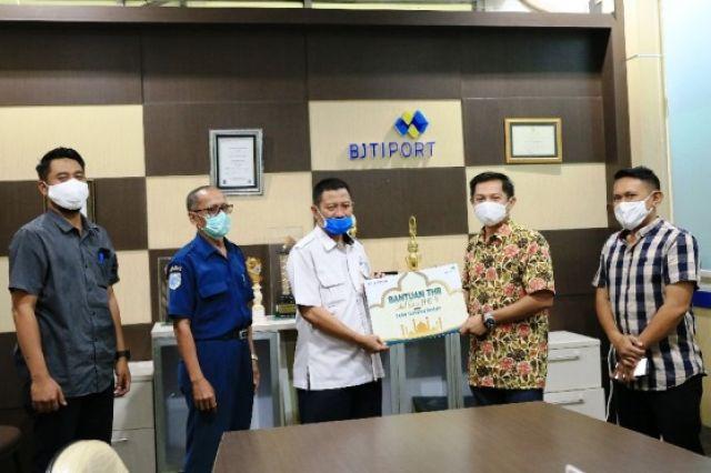 Saat Pandemi, PT BJTI Port Bagikan THR ke 1000 TKBM