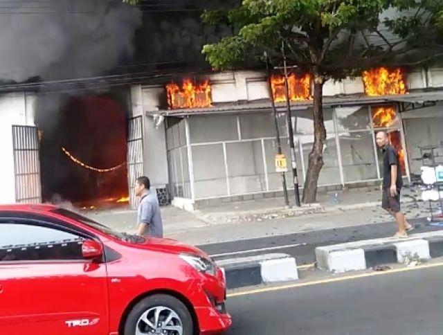 Gudang Kasur di Sukorejo Ludes Terbakar