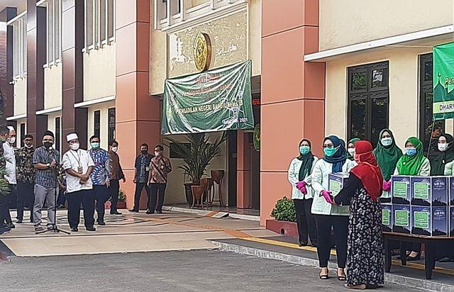 Hakim PN Bangil Patungan Bantu Warga Sekitar