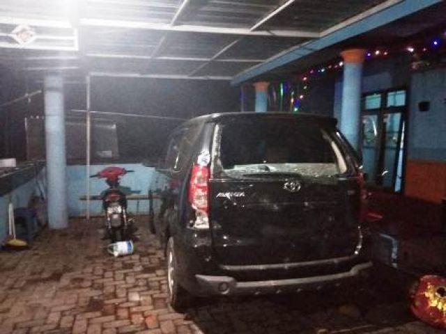 Diduga Keluarga Kades Jatisari Rusak Mobil Warga