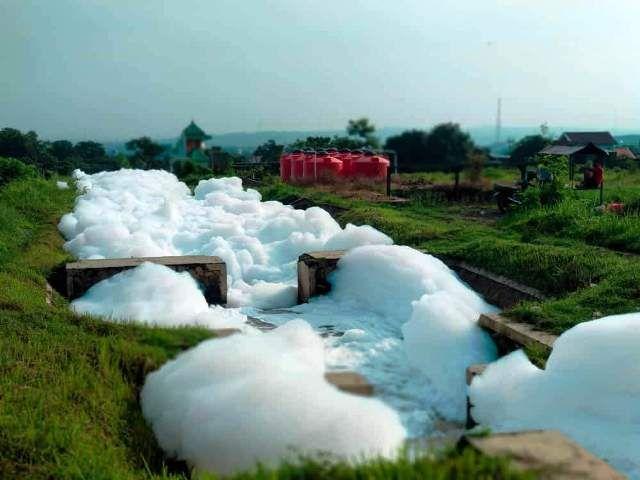 Pabrik Plastik Ponpes Alfalah Buang Limbah Ngawur