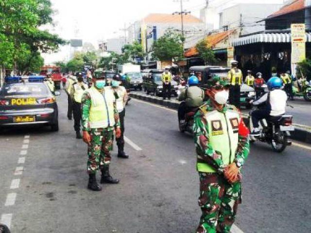 Razia Prokes di Jalan Tembok Dukuh