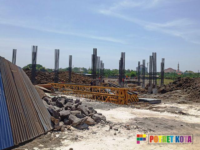 Para Tokoh Kritik Proyek Miliaran UT Surabaya