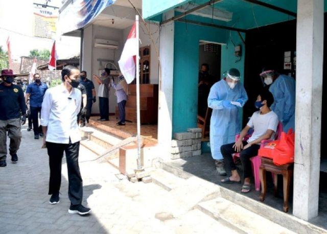 Presiden Tinjau Vaksinasi dari Pintu ke Pintu