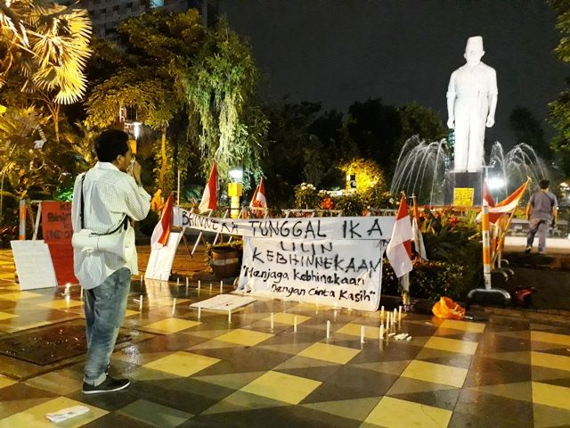 Aksi 1000 Lilin Komunitas Cinta Bhinneka