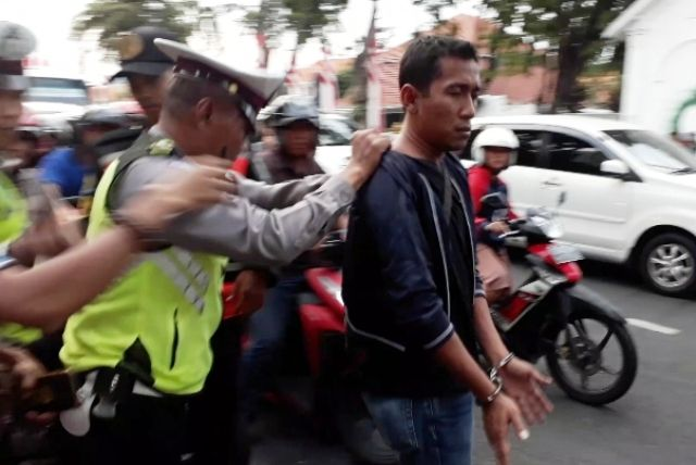 Copet Gubernur Suryo Menyusup Peserta Takjil